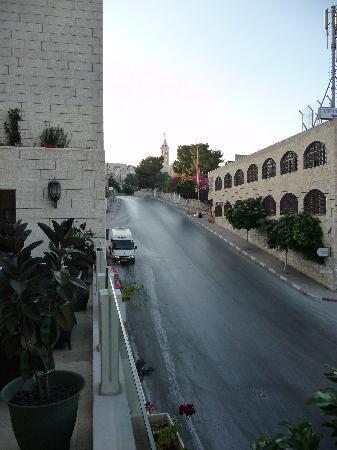 Angel Hotel: Blick von der Hotel Terrasse in Richtung Beit Jala; direkt gegenüber, überhalb des rechten Gebäu