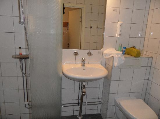 Scandic Sodertalje: bathroom