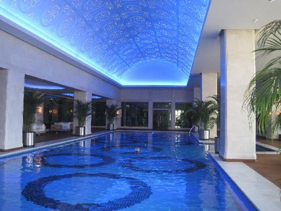 JW Marriott Hotel Ankara : huge indoor pool