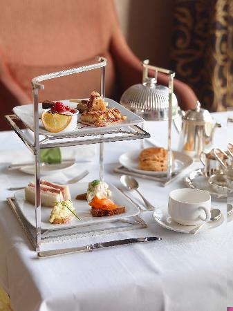 Aghadoe, Ierland: Afternoon Tea for Two with Killarney's Best Views