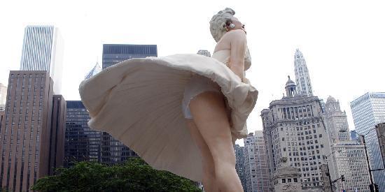 """""""Forever Marilyn"""",Pioneer Court, 401 North Michigan Ave CHICAGO, ILLINOIS, foto Cecilia Polidori"""