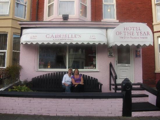 Gabrielle's Hotel: heather and helen