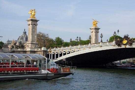 Bateaux parisiens paris all you need to know before - Bateaux parisiens port de la bourdonnais ...