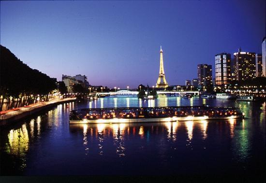 Bateaux parisiens paris all you need to know before - Bateaux parisiens port de la bourdonnais horaires ...