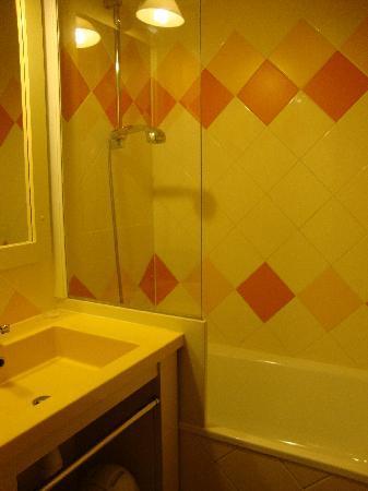 Pierre & Vacances Residence Les Platanes: Salle de bain