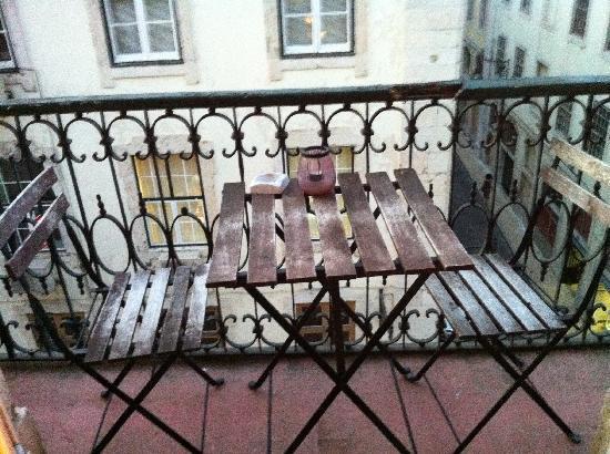 Artbeat Rooms: Balcony