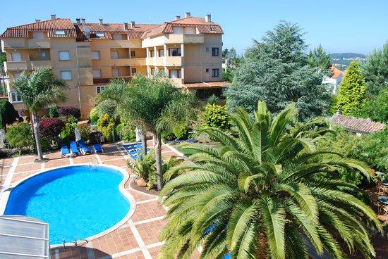 Hotel Bosque-mar: jardines y eddificio principal