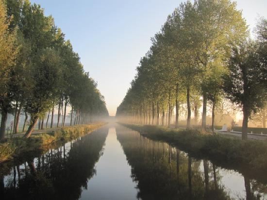 Damme, Belgium: Zicht vanaf de brug