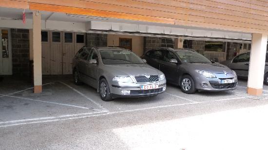 Hotel de La Jamagne & Spa: Garage pour +/- 20 voitures