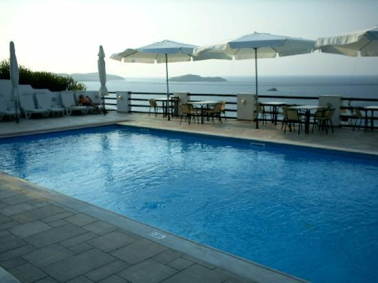 Villa Apollon Skiathos: Pool & View from Villa Apollon