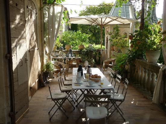 Villa Saint Louis : Frühstück auf der Terrasse