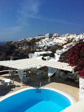 Canaves Oia Hotel: Can you imagine swimming here?