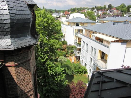 Hotel Klemm : Blick auf Wiesbaden - ruhiger geht's wirklich nicht mehr