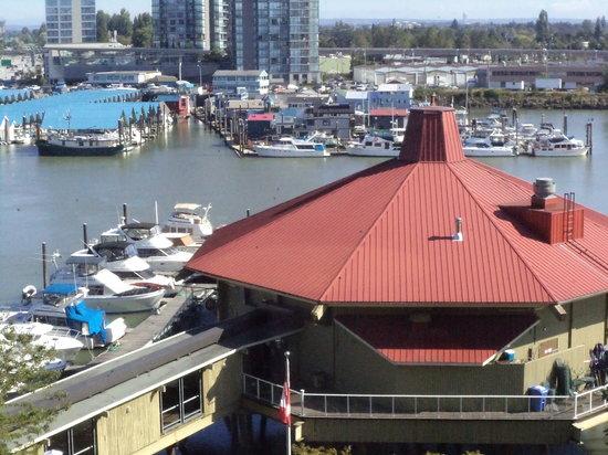 PIER 73 Restaurant: Pier 73 - vom Hotel Delta fotografiert