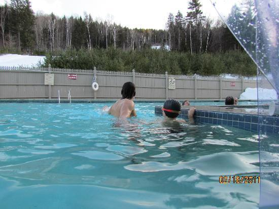 Attitash Grand Summit Hotel: Outdoor pool