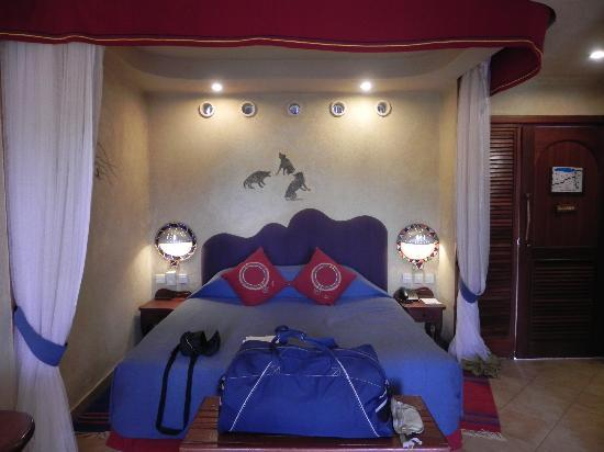 Amboseli Serena Safari Lodge: Colourful Room