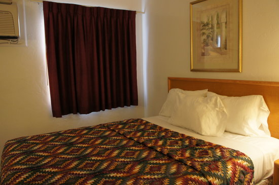 Days Inn & Suites Tucson AZ: 奥の寝室