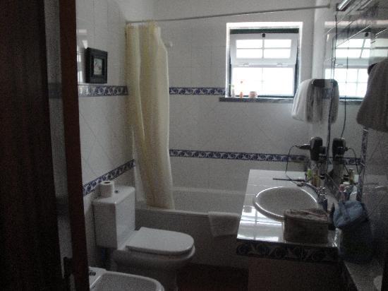 Quinta Verde Sintra: the bathroom