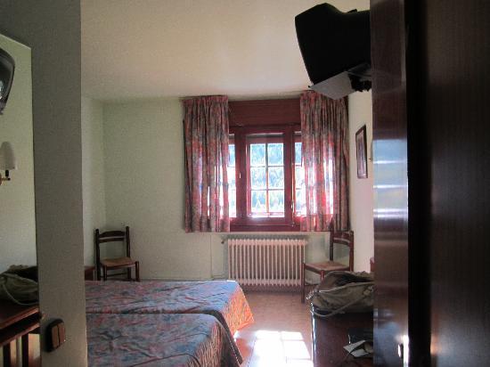 Hotel Confort Soldeu : Chambre bien insonnorisée (double fenêtre)