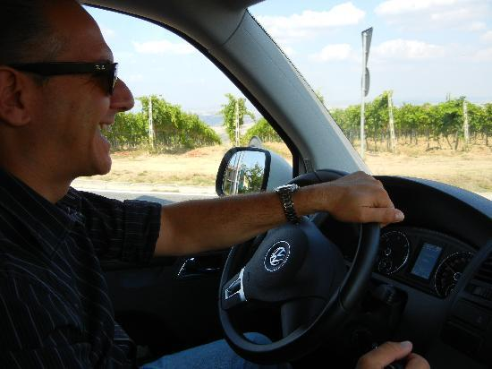 Franco Wine Tour Experience: Driving to next vineyard in Montepulciano
