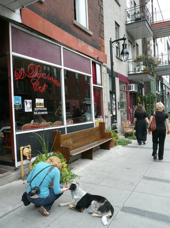 Le Depanneur Cafe : Outside the front of the store