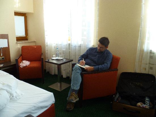 Hotel Grünwald Garni: Journaling our trip.