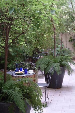 HotelHome Paris 16: Our small inner garden