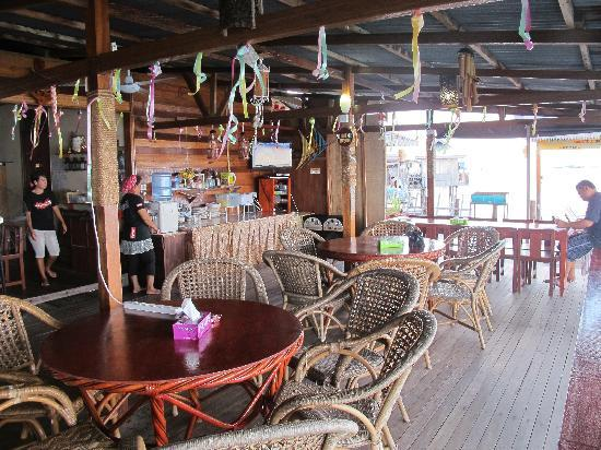 Spheredivers Homestay & Scuba Diving: The dining hall...