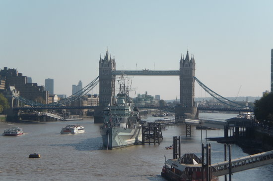 Harry Potter Walking Tour for Muggles in London: London Bridge - view from tour