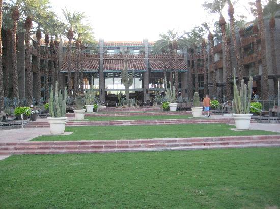 Hyatt Regency Scottsdale Resort and Spa at Gainey Ranch: Hyatt Grounds
