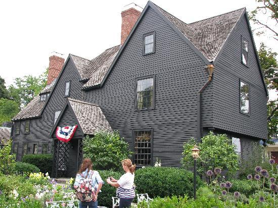 The House of the Seven Gables: House of Seven Gables