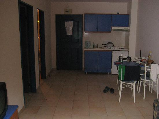 Happy Apart Hotel: living/kitchen area