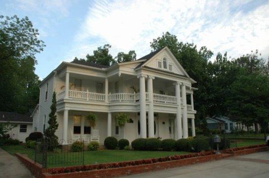 Carriage House Inn : Home built in 1898