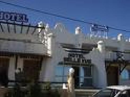 HOTEL BELLE VUE ZARZIS : facade