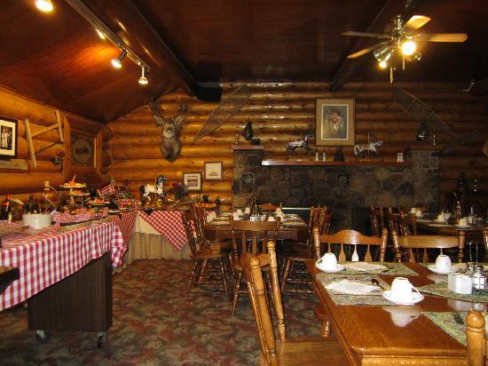 Rafter Six Ranch Resort: Dining room