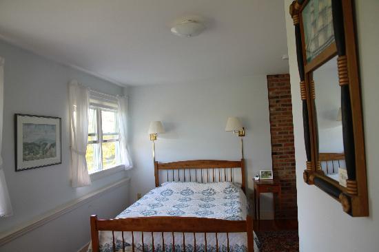 Windy Hill Bed & Breakfast: Queen room