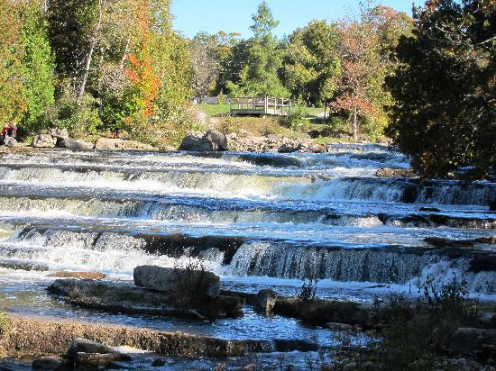 Taylor-Made B&B: Sauble Falls, Bruce Peninsula