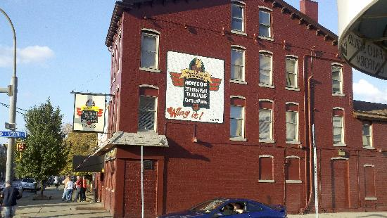 Holiday Inn Express & Suites Downtown Buffalo: Anchor Bar, original inventors of the Buffalo Wing! Just a few blocks walk