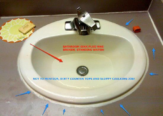 Days Inn Eugene Downtown/University: Broken sink drain