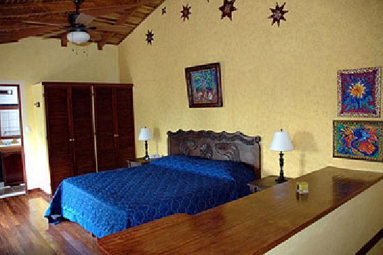 Tierra Magica Bed & Breakfast / Art Studio: Bromelia Room