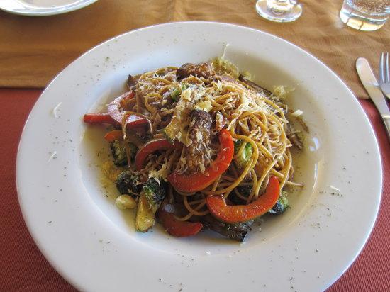 Kuntur Wassi: Stir Fried Noodles (Vegetarian)
