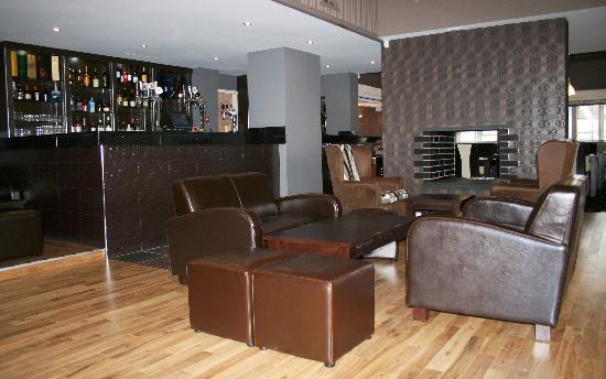 The RiverCross: Sofa Area