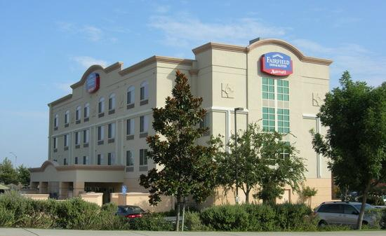 Fairfield Inn & Suites Rancho Cordova: Morning, west and south sides