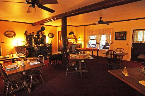 Historic Pinehurst Inn: Dining room