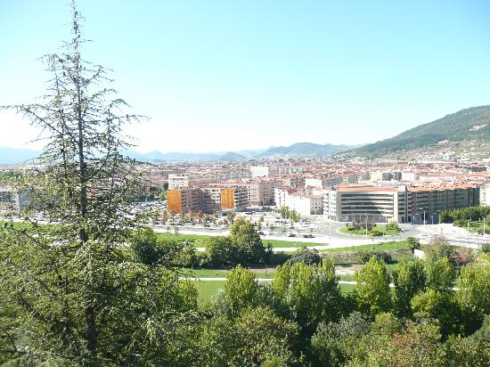Pamplona Catedral Hotel: view from room 306 towards hills