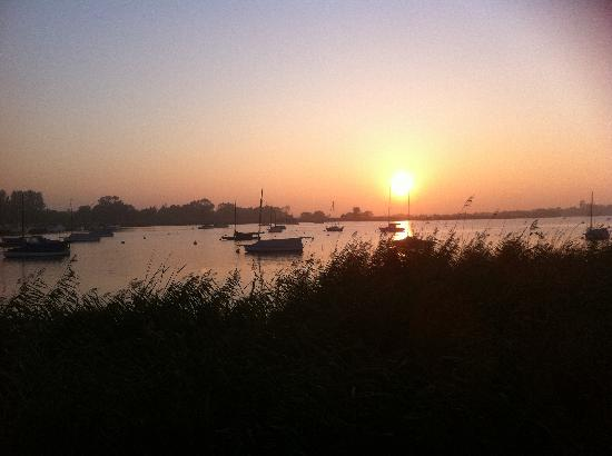 Ivy House Country Hotel: Oulton Broad sun going down
