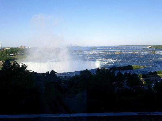 แมร์ริออทท์ ไนแองการ่าฟอลส์วิว โฮเต็ล & สปา: Blick aus dem Hotelzimmer auf die Niagarafälle