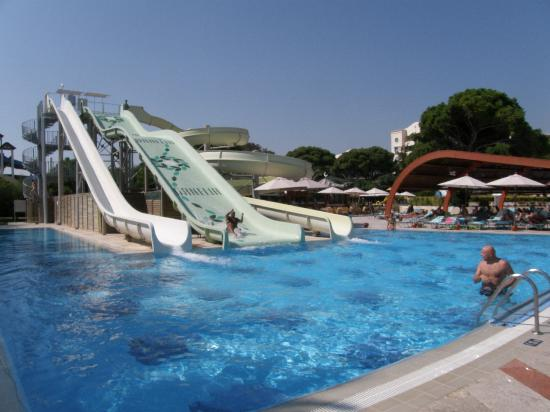 Cornelia De Luxe Resort : the water slides