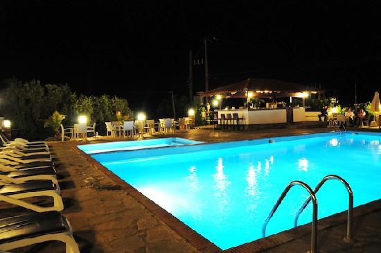 Glavas Inn Hotel: Pool Bar
