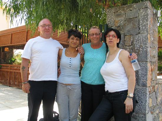 Dias Hotel & Apartments : My wife and I with Maria and Vanna